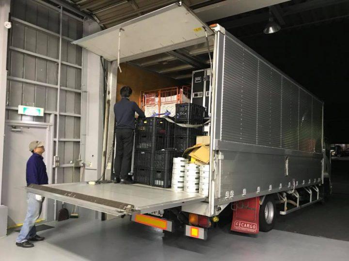 LEDビジョンとトラスなど一式を4tトラック満載で出荷